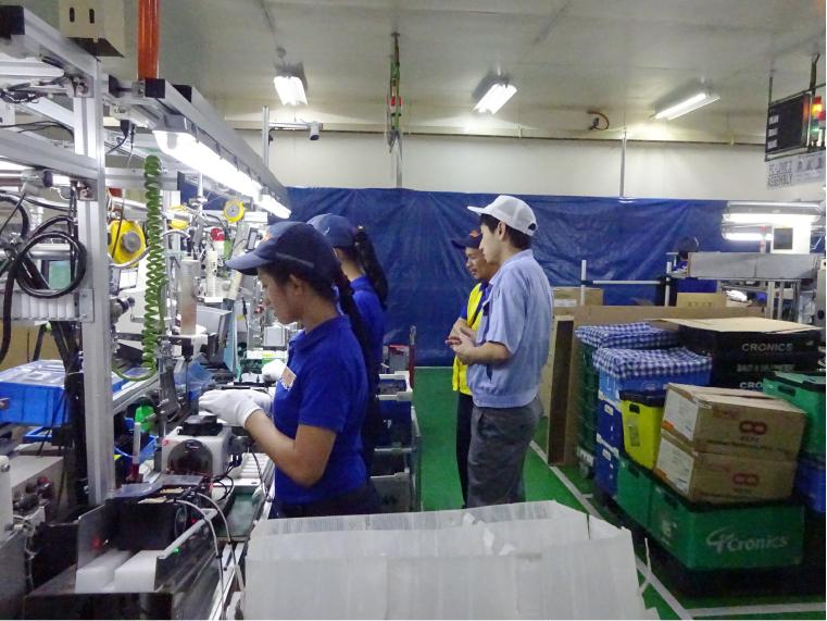 生産技術の仕事風景